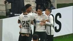 Pato viaja para Espanha e Corinthians segue a rotina na busca de um centroavante