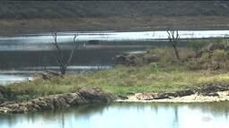 Moradores de Piancó, no Sertão, sofrem com problemas no abastecimento de água