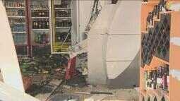 Polícia analisa imagens de câmera para identificar bandidos que explodiram dois caixas