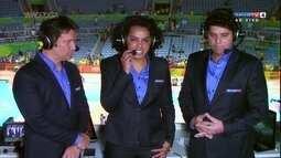 Fofão chora junto com Fabiana, após eliminação da seleção feminina de vôlei da Rio 2016