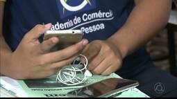 Em João Pessoa professor usa aplicativo de jogos educativos e movimenta a sala de aula