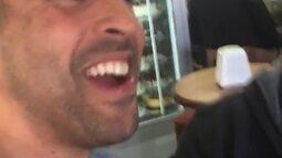 """Serginho, do vôlei, posta vídeo e diz que """"vai comer de graça"""" em padaria"""