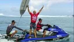 Kelly Slater bate John John Florence e vence etapa de Teahupoo da Liga Mundial de Surfe