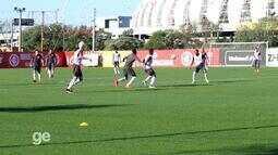 Inter treina com bola no CT do Parque Gigante