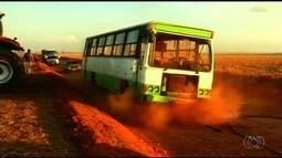 Ônibus que transportava trabalhadores rurais tomba em Cristialina, em Goiás