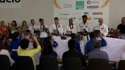 Rafaela Silva e judocas refugiados são homenageados no Instituto Reação
