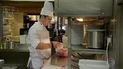 Brasileiro conquista lugar na cozinha do mais tradicional restaurante belga