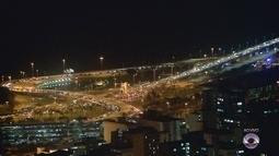 Manifestantes ocupam ponte Colombo Salles em Florianópolis