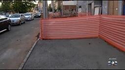 Obra interdita calçada na Rua T-35, no Setor Marista, em Goiânia