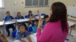 Projeto alfabetiza pessoas com deficiência visual e auditiva