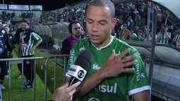 Bruninho, do Juventude, diz que não viu se a bola bateu em sua mão