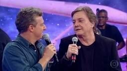 Luciano repara aliança em Fábio Jr. e ele diz: 'É o último casamento'