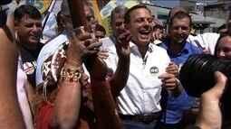João Doria faz campanha em feira na Vila Mangalot