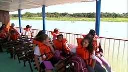Barco Escola ensina educação ambiental para crianças
