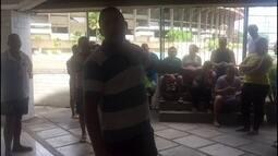 Funcionários do Santa Cruz fazem greve por salários atrasados