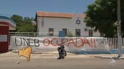 Estudantes de universidades da Bahia fazem protestos contra a PEC 241