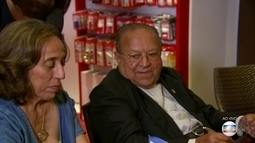 """Padre Edwaldo Gomes lança seu primeiro livro, """"Padre Nosso"""""""