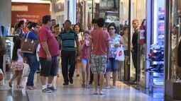 Inflação faz pais diminuirem mesada dos filhos