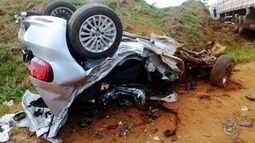 Casal de namorados morto em acidente em Arealva é enterrado