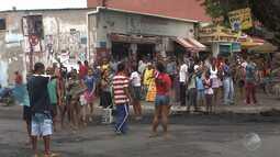 Moradores impedem a entrada dos ônibus no bairro de Valéria em Salvador
