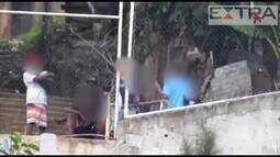 Imagens mostram suspeitos de tráfico armados no Morro do Salgueiro