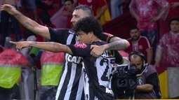 Atlético-MG vence Internacional e sai na frente nas semifinais da Copa do Brasil
