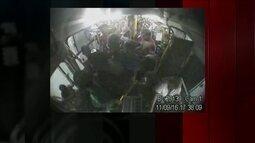 GloboNews mostra flagrante de confusão dentro de ônibus no Rio de Janeiro