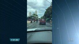 Grupo de motociclistas são flagrados pilotando na contramão em Goiânia