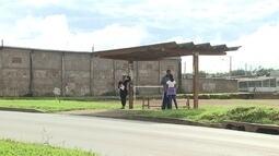 Passageiros reclamam das condições das paradas de ônibus em Ceilândia