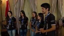 Campeões de Olimpíada do Senai são recebidos no Palácio do Campo das Princesas