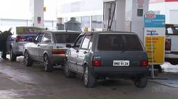Promoção de gasolina faz fila em postos de Maringá