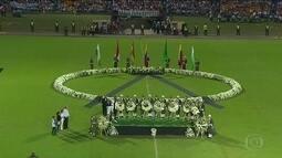 Solidariedade dos colombianos com a tragédia da Chapecoense emociona os brasileiros