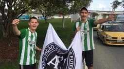 Torcedores do Atlético Nacional cantam música à Chapecoense