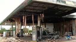 Vigia morre carbonizado após carro pegar fogo em posto de combustíveis