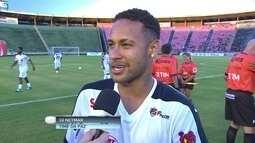 """Neymar participa de pelada beneficente: """"Estar aqui é uma grande honra"""""""