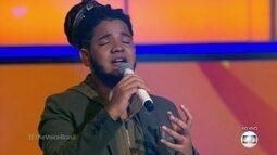 Afonso Cappelo canta 'Pai' e se emociona