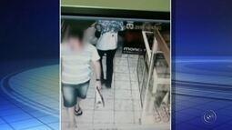 Criminosos fazem cliente refém em assalto a joalheria em Bauru