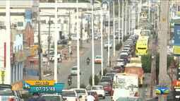 Veja a movimentação do trânsito nas ruas e avenidas em São Luís, MA