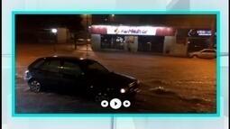 Bairros de Itaúna ficam alagados após chuva na cidade