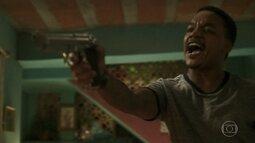 Laranjinha aponta arma para Acerola