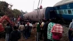 Trinta e nove pessoas morrem no descarrilamento de um trem no sudeste da Índia
