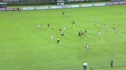 Henrique Dourado toca para Marcos Júnior e sofre falta aos 20 do 1º tempo