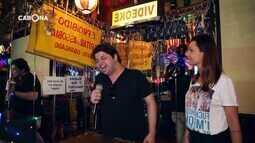 Carona: Gustavo Mendes encara karaokê