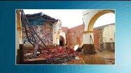 Teto e paredes da Igreja de Nossa Senhora da Esperança em Esperantina desabam após chuva