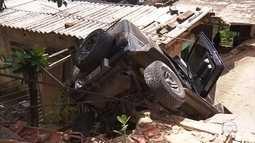 Carro invade casa na Região Nordeste de BH e deixa uma criança ferida