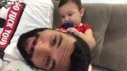 Jonathan Costa se diverte com o filho, Salvatore