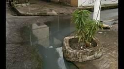 Buraco aberto expõe pedestres a riscos na travessa 14 de Março, em Belém