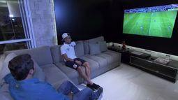 """Caio Ribeiro """"invade"""" vestiário do Corinthians e visita casa de Gabriel após o Dérbi"""