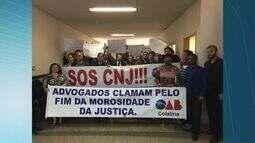 Colatina tem manifestação de advogados em frente ao Fórum da cidade