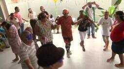 Idosos ganham baile de Carnaval no Centro de Convivência do Calafate